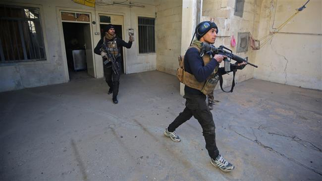 Forces with the Iraqi Counter Terrorism Service (CTS) are seen in Mosul's eastern al-Karama neighborhood during an ongoing military operation against Daesh in the city, January 2, 2017. (Photo by AFP)