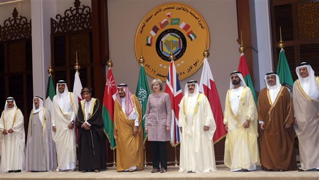 British Prime Minister Theresa May (C) poses with Persian Gulf Cooperation Council leaders for a group picture on December 7, 2016, during a summit in the Bahraini capital Manama. (Photo by AFP)