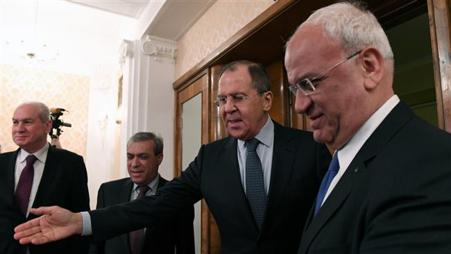 Russian Foreign Minister Sergei Lavrov talks to Saeb Erekat, the secretary general of the Palestine Liberation Organization (PLO), during a meeting in Moscow, January 13, 2017. (Photo by AFP)