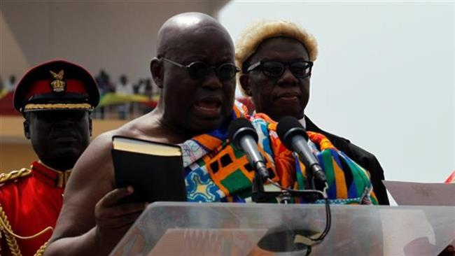 Ghana's President-elect Nana Akufo-Addo takes the oath of office during the swearing-in ceremony, January 7, 2017. (Photo by Reuters)