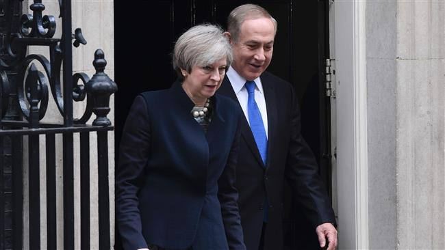 British Prime Minister Theresa May (L) and Israeli Prime Minister Benjamin Netanyahu come out together onto the step of 10 Downing Street to pose for photographers after Netanyahu arrived for a meeting in central London, February 6, 2017. (Photo by AFP)