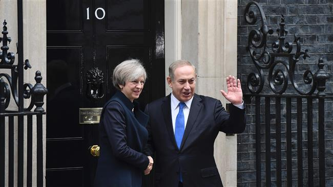 British Prime Minister Theresa May (L) poses with Israeli Prime Minister Benjamin Netanyahu (R) after a meeting at 10 Downing Street, in central London, February 6, 2017. (Photo by AFP)