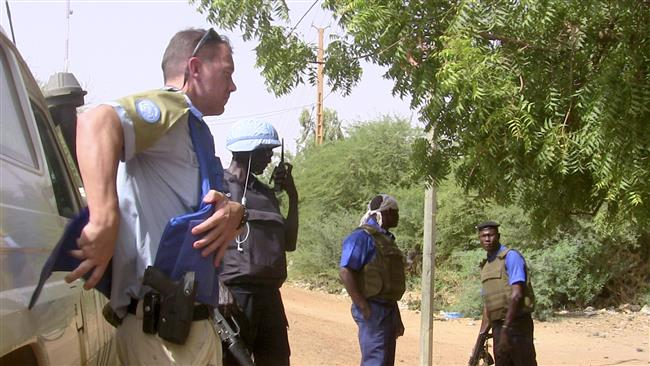 This file photo, taken on May 18, 2016, shows German MINUSMA peacekeepers (L) and Malian police patrolling in Gao, northern Mali. (By AFP)