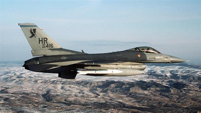 A US Air Force F-16 fighter jet armed with a mock B61 nuclear bomb (File photo)