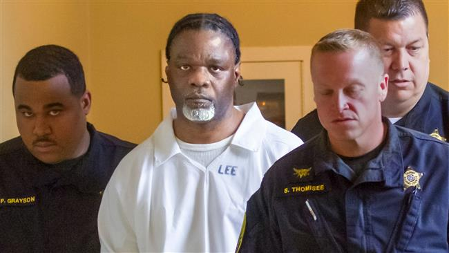 Ledell Lee (C) appears in Pulaski County Circuit Court in Arkansas, April 18, 2017, for a hearing in which lawyers argued to stop his execution. (Photo by AP)