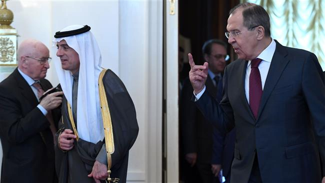 Russian Foreign Minister Sergei Lavrov (R) gestures as his Saudi counterpart Adel al-Jubeir arrives before their meeting in Moscow on April 26, 2017. (Photo by Reuters)