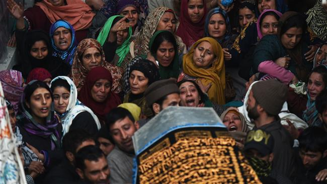 Kashmiri relatives and friends of slain Indian paramilitary soldier Sharief-Ud-Din-ganaie mourn during his funeral at Nagam Chadoora vilage of central Budgam district on December 31, 2017. (AFP)