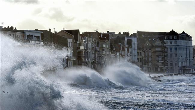 Waves crash against the seafront of Wimereux, northern France, as storm Eleanor hits the northern part of France on January 3, 2018. (Photo by AFP)