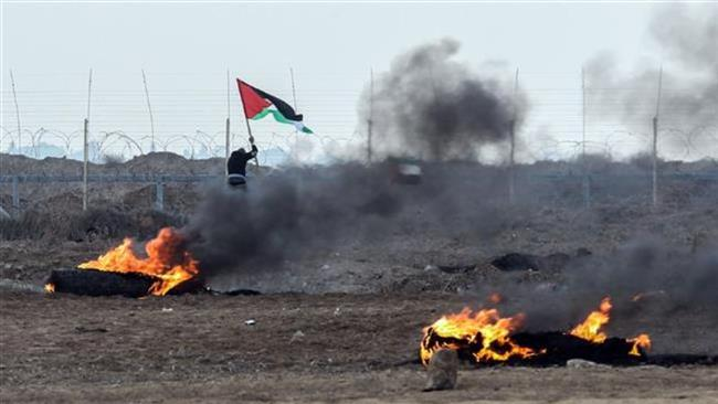 Palestinian protesters clash with Israeli forces near the Gaza border east of the city of Khan Yunis on December 29, 2017. (Photo by AFP)