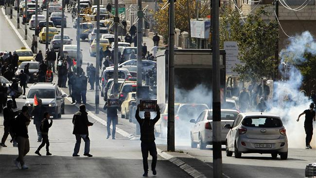 """Palestinians clash with Israeli forces following a protest against Washington's decision to recognize Jerusalem al-Quds as the """"capital"""" of Israel, December 27, 2017, the entrance of Bethlehem in the occupied West Bank. (Photo by AFP)"""