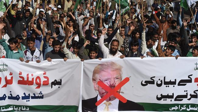 Activists of the Difa-e-Pakistan Council shout anti-US slogans at a protest in Karachi on January 2, 2018. (AFP)