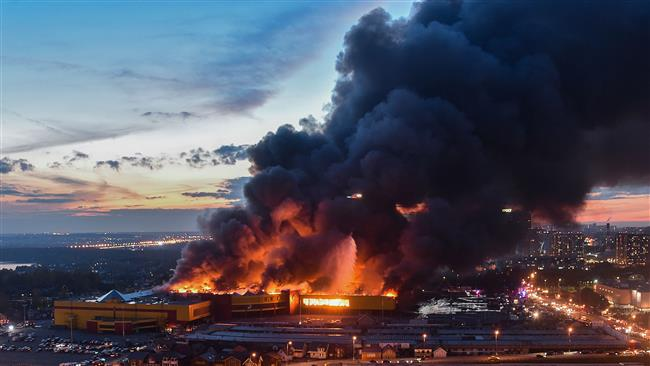 A fire burns at a construction supplies market on the outskirts of Moscow on October 8, 2017. (Photo by AFP)