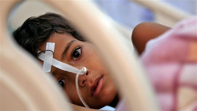 A Yemeni child suffering from diphtheria receives treatment at a hospital in the capital Sanaa on November 22, 2017. (Photo by AFP)