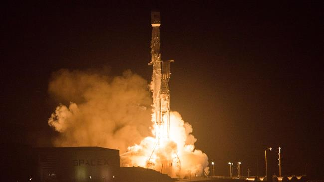 The SpaceX Falcon 9 rocket launches from the Space Launch Complex 4 at Vandenberg Air Force Base in Lompoc, California, on December 22, 2017. (Photo by AFP)