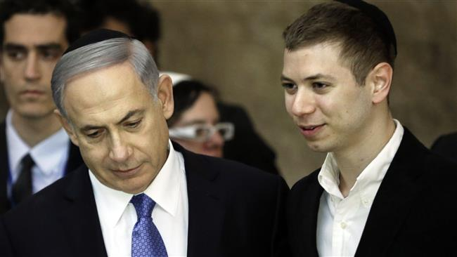 A picture taken on March 18, 2015 shows Israeli Prime Minister Benjamin Netanyahu (L) and his son Yair visiting the Wailing Wall in Jerusalem al-Quds.