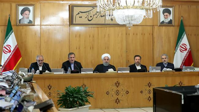Iranian President Hassan Rouhani (C) chairs a cabinet meeting in Tehran on January 10, 2018. (Photo by president.ir)