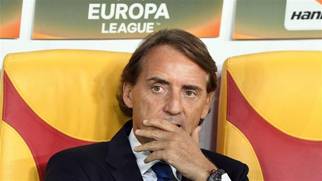 Zenit St Petersburg's coach Roberto Mancini looks on during the UEFA Europa League Group L football match between FK Vardar and Zenit Saint-Petersburg at the Filip II Arena in Skopje on September 14, 2017. (Photo by AFP)