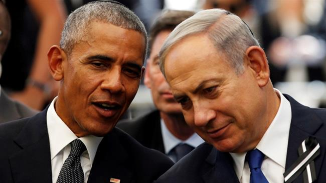 Former US President Barack Obama (L) speaks to Israeli Prime Minister Benjamin Netanyahu in Jerusalem al-Quds, September 30, 2016. (Photo by AP)